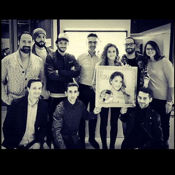 Janvier 2018 - Tour TF1 - Remise du disque d'or de Lou avec une partie des auteurs et compositeurs.