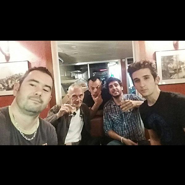 2015 - Menton - Benoit Falip, Hervé Carrasco (Manageurs), Renée de Wael (Réalisateur), St Aubin (Artiste) et Nicolas Dubois (Compositeur). On fait une pause détente...